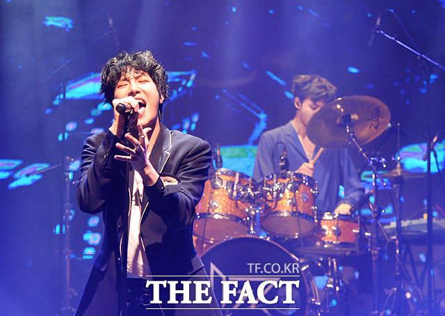 4人組アイドルバンドIZが1日、2ndミニアルバム「ANGEL」発売記念ショーケースをソウルで開催した。
