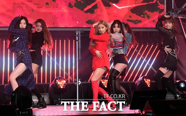 新人ガールズグループIDLEが2日、ソウルでデビューミニアルバム「I am」の発売記念ショーケースを行った。