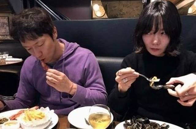 女優ペ・ドゥナ(右)と俳優ソン・ソックが熱愛説に巻き込まれた。|ペ・ドゥナのSNS