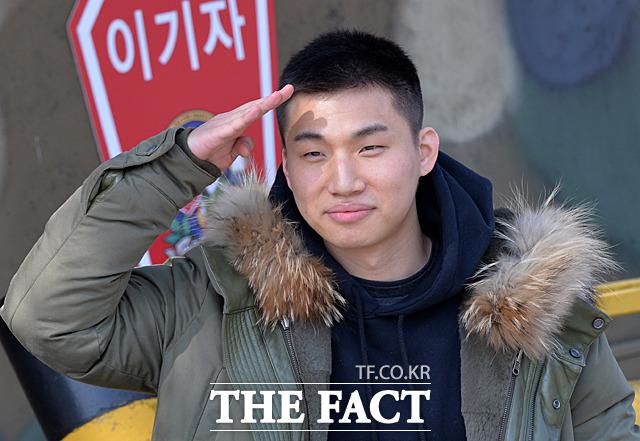 最近入隊したBIGBANGのD-LITEが喉頭炎で二日間入院していたことがわかった。