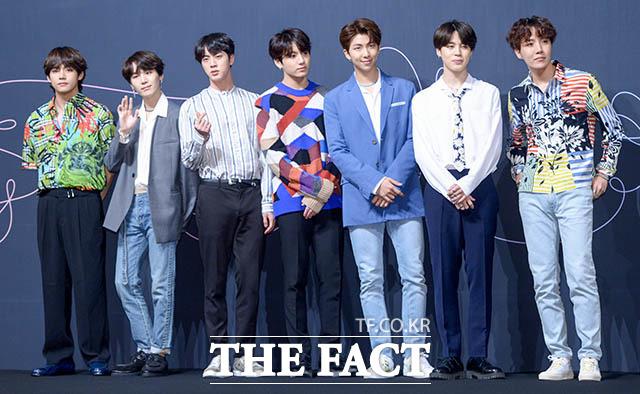 "BTS(防弾少年団)が24日、3rdフルアルバム「LOVE YOURSELF 轉 ""Tear""」発売記念し、ソウルでプレスコンファレンスを開催した。|撮影:キム・セジョン"