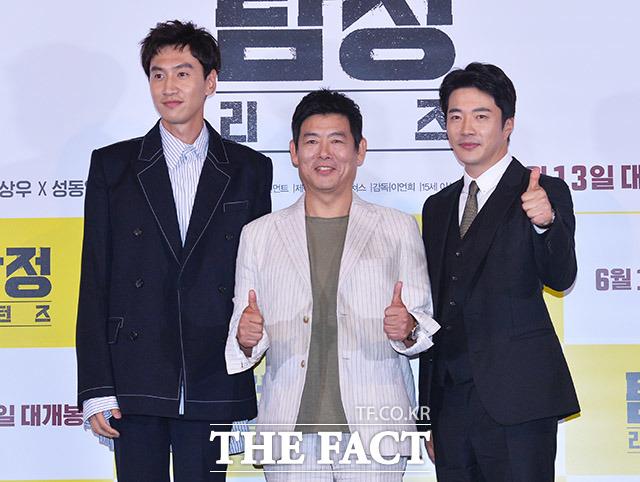映画「探偵:リターンズ」のマスコミ試写会が30日、ソウルで行われた。写真は同映画の主役を演じるイ・グァンス、ソン・ドンイル(中央)、クォン・サンウ。|撮影:イ・ドンリュル