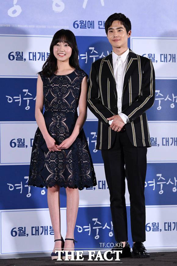 映画「女子中学生A」のマスコミ試写会が4日、ソウルで行われた。写真は、同映画の男女主演を演じるEXO スホ、キム・ファンヒ。|撮影:ナム・ユンホ