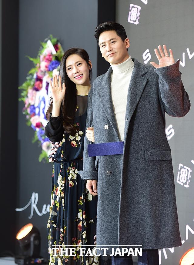 韓国女優チュ・ジャヒョン、中国俳優ユー・シャオグァン(于暁光)夫妻。