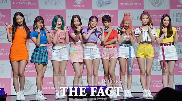 韓国の9人組ガールズグループMOMOLANDの韓国4枚目ミニアルバム「Fun to The World」の発売を記念するショーケースが26日、ソウルで行われた。|撮影:ムン・ビョンヒ
