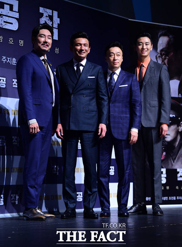 映画「工作」制作発表会見が3日、ソウルで行われた。写真は同映画のメインキャスト。左からチョ・ジヌン、ファン・ジョンミン、イ・サンミン、チュ・ジフン。|撮影:イム・セジュン