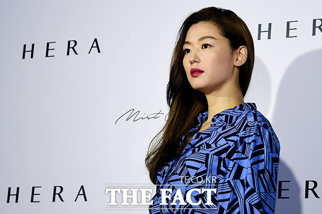 「HERA」のブランドモデルを務める女優チョン・ジヒョン |撮影:ナム・ヨンヒ