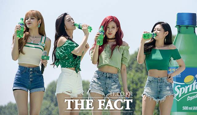 「コカ・コーラ」コリアによる『スプライト・アイランド』のオープンイベントが21日、ソウルの蚕室運動場で行われた。写真はスプライトの広告モデルとして活躍中のBLACKPINK。|撮影:キム・セジョン