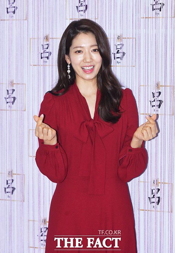 韓国の最大手コスメブランド「アモーレパシフィック」のヘアケアシリーズ『呂』のリリース10周年を記念する「頭皮科学カンファレンス」が27日、ソウルで行われた。写真は『呂』のブランドモデルの女優パク・シネ。|撮影:イ・ドンリュル