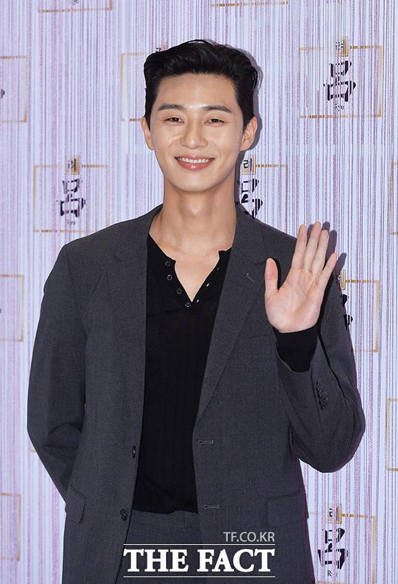 韓国の最大手コスメブランド「アモーレパシフィック」のヘアケアシリーズ『呂』のリリース10周年を記念する「頭皮科学カンファレンス」が27日、ソウルで行われた。写真は『呂』のブランドモデルの俳優パク・ソジュン。|撮影:イ・ドンリュル