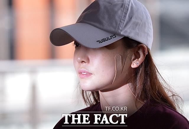 歌手で女優ク・ハラが18日午後、交際相手A氏との暴行事件の調べを受けるため警察署に出頭した。 撮影:ムン・ビョンヒ