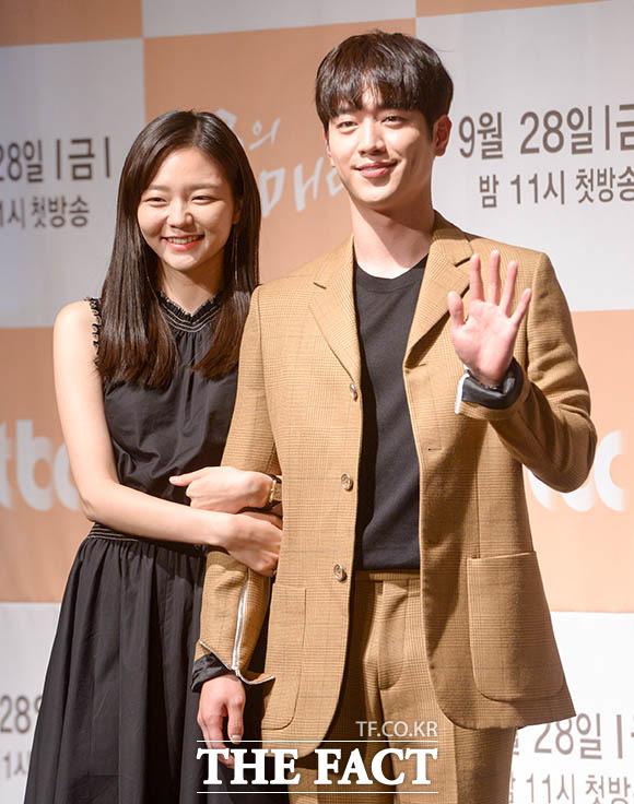 ドラマ「第3の魅力」制作発表会見が27日、ソウルで行われた。写真は男女主演役のソ・ガンジュンとイ・ソム。|撮影:キム・セジョン