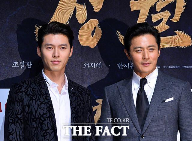 俳優ヒョンビン(左)とチャン・ドンゴンが共演する映画「猖獗」の制作報告会見が28日、ソウルで行われた。|撮影:イ・ドンリュル