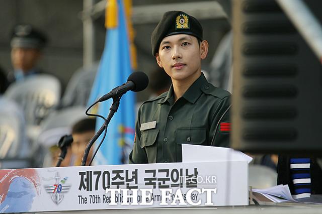 「第70周年 国軍の日の記念式 - メディアデー」が28日午後、ソウルの戦争記念館にて行われた。写真は現在韓国陸軍として兵役中であるイム・シワン上等兵。 撮影:ムン・ビョンヒ