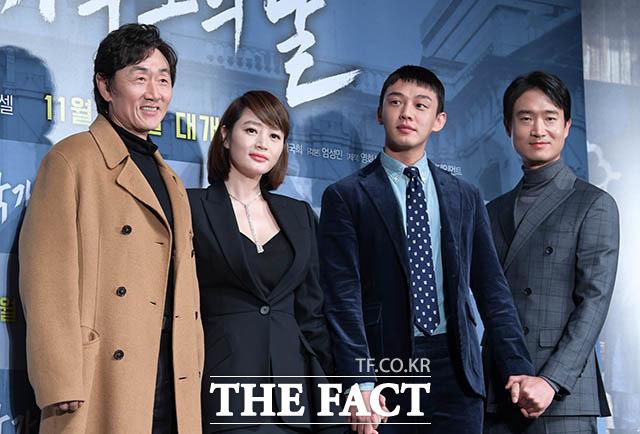 映画「国家破綻の日」の制作発表会見が24日、ソウルで行われた。左からホ・ジュノ、キム・ヘス、ユ・アイン、チョ・ウジン。|撮影:キム・セジョン