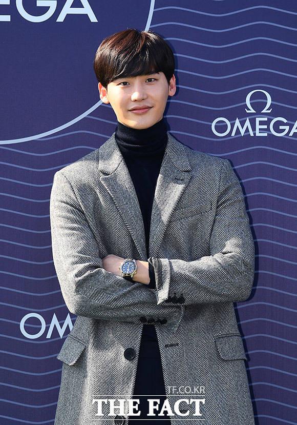 俳優イ・ジョンソクが2日、ソウルで行われたスイスの高級腕時計メーカー「オメガ」(英:OMEGA)のシーマスター ダイバー 300M コレクションの展示記念イベントに出席した。|撮影:イ・ドンリュル