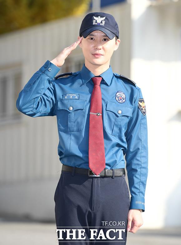 義務警察として兵役に務めていたジュンスが5日、韓国・水原市にある京畿南部地方警察庁での任務を終えて除隊した。|撮影:イム・セジュン