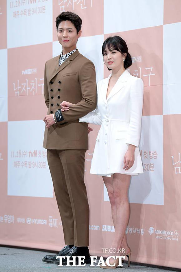 韓国のtvNチャンネルドラマ「ボーイフレンド(原題)」の制作発表会見が21日、ソウルで行われた。写真は同ドラマの男女主演を引き受けたパク・ボゴム、ソン・ヘギョ。|撮影:イ・ソナ