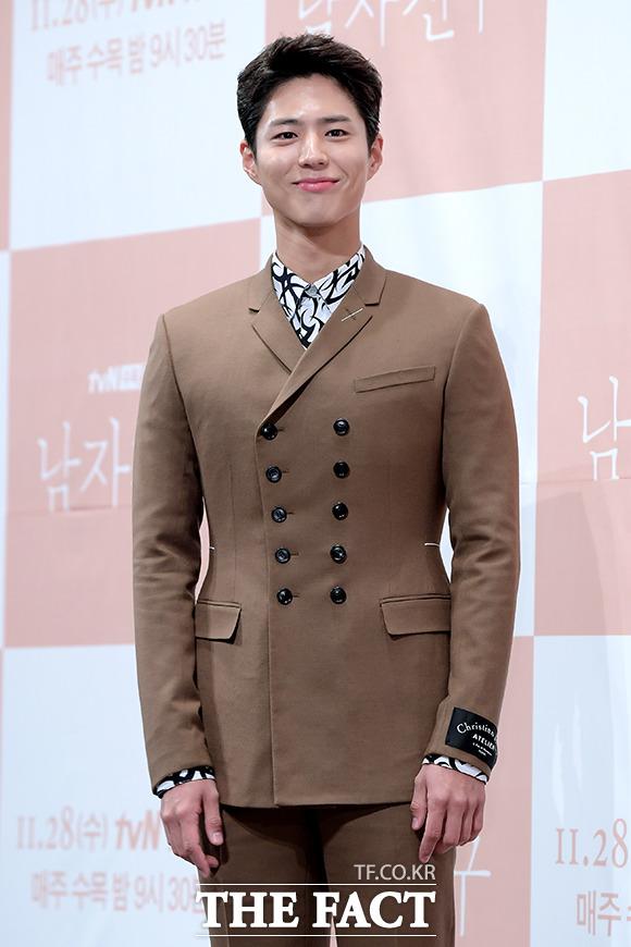 韓国のtvNチャンネルドラマ「ボーイフレンド(原題)」の制作発表会見が21日、ソウルで行われた。写真は同ドラマの男主人公キム・ジニョクを演じるパク・ボゴム。|撮影:イ・ソナ