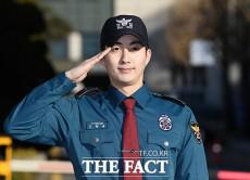 歌手で俳優のキム・ヒョンジュンが29日、義務警察から除隊した。|撮影:ムン・ビョンヒ