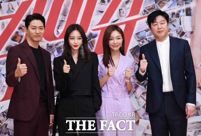 韓国ドラマ「ビッグイシュー」」の制作発表会見が6日、ソウルで行われた。左からチュ・ジンモ、ハン・イェスル、シン・ソユル、キム・ヒウォン。|撮影:べ・ジョンハン