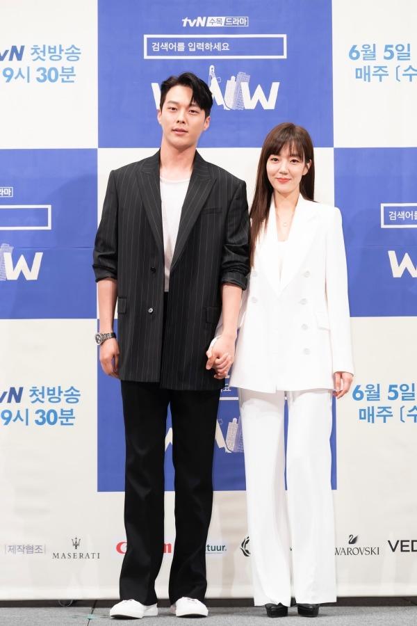 ドラマ「検索ワードを入力してください:WWW」の男女主演役のチャン・ギヨンとイム・シジョン。|写真提供:tvN