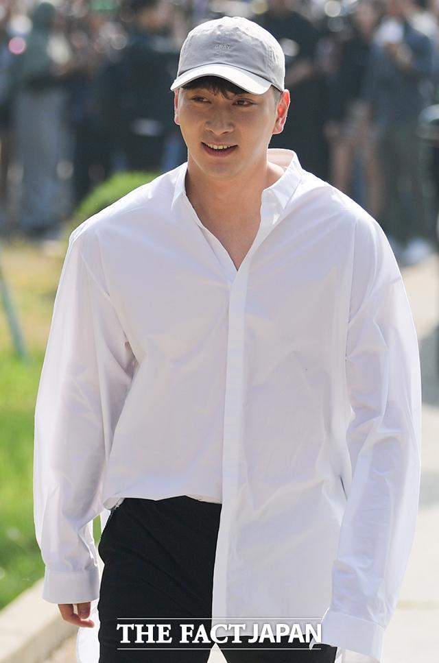 写真はメンバーのテギョンが除隊した5月16日に撮影したもの。