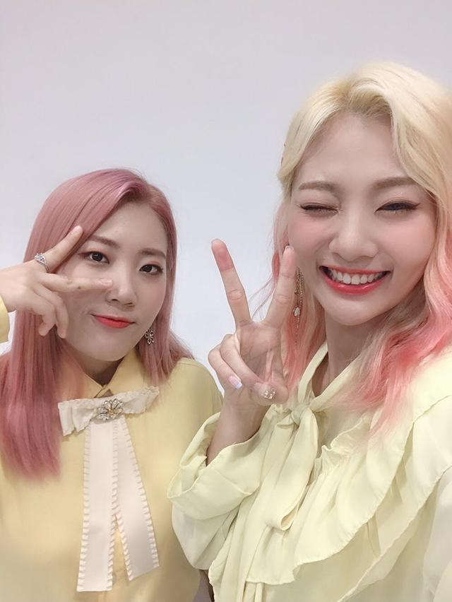赤頬思春期(右:アン・ジヨン、ウ・ジユン)