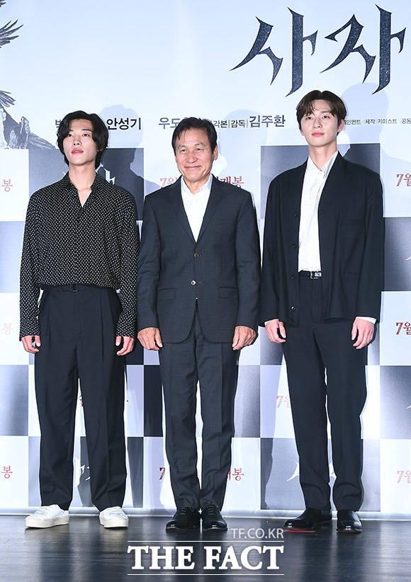 映画「使者」の制作報告会見が26日、ソウルで行われた。左からウ・ドファン、アン・ソンギ、パク・ソジュン。|撮影:イ・ドンリュル