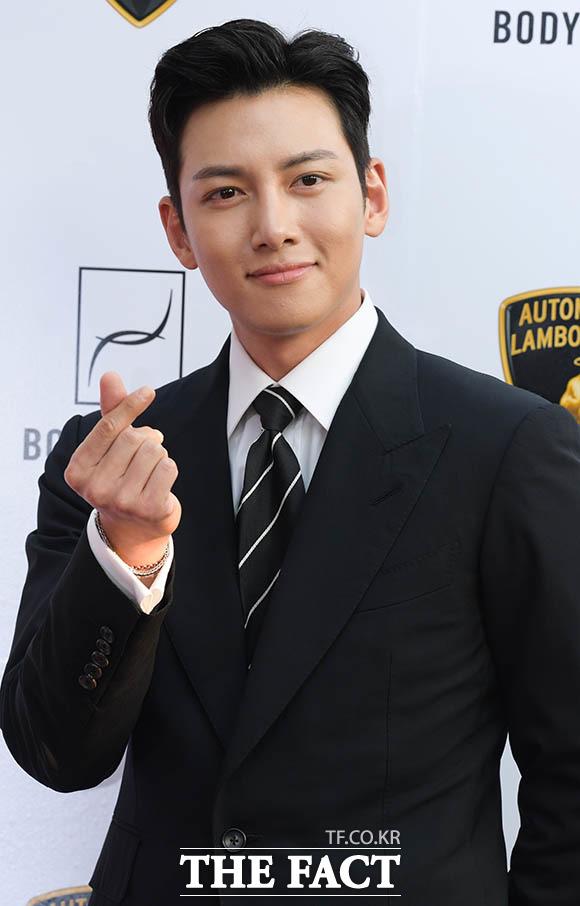 俳優チ・チャンウクが5日、ソウルで行われた「BODYFRINED×ランボルギーニ」によるマッサージチェア専用館「Lounge S」のオープンイベントに出席した。|撮影:キム・セジョン