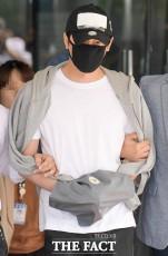 性的暴行やわいせつ行為をした疑いで緊急逮捕された俳優カン・ジファンが12日、韓国・城南市にある盆唐警察署から城南地裁へ移送されている。|撮影:キム・セジョン