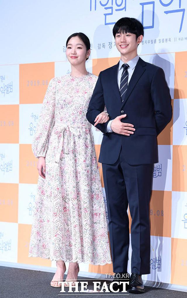 韓国映画「ユ・ヨルの音楽アルバム」制作報告会見が15日午前、ソウルで行われた。写真は同映画の男女主役を演じたチョン・ヘインとキム・ゴウン|撮影:イム・セジュン
