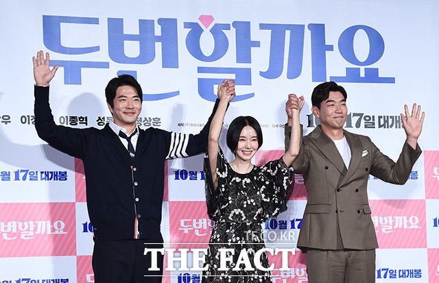 韓国映画「2回しましょうか」の制作報告会見が17日、ソウルで行われた。左からクォン・サンウ、イ・ジョンヒョン、イ・ジョンヒョク。 撮影:イ・ドンリュル