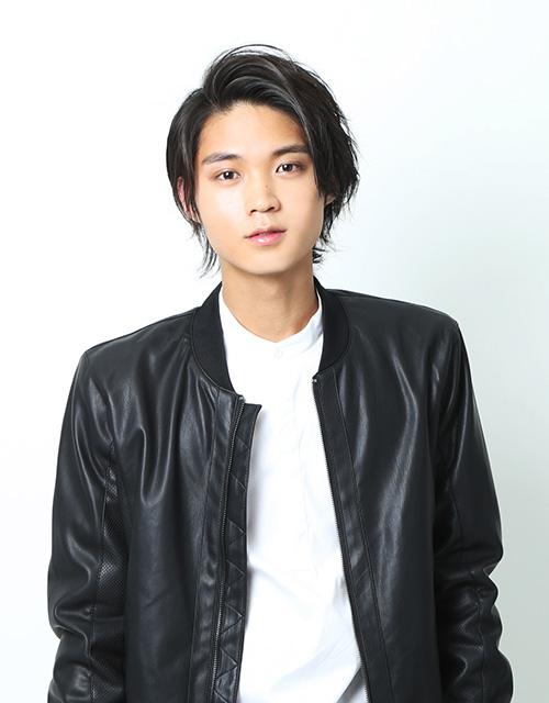 「すずふり亭」の見習いコック・前田秀俊役を演じる磯村勇斗