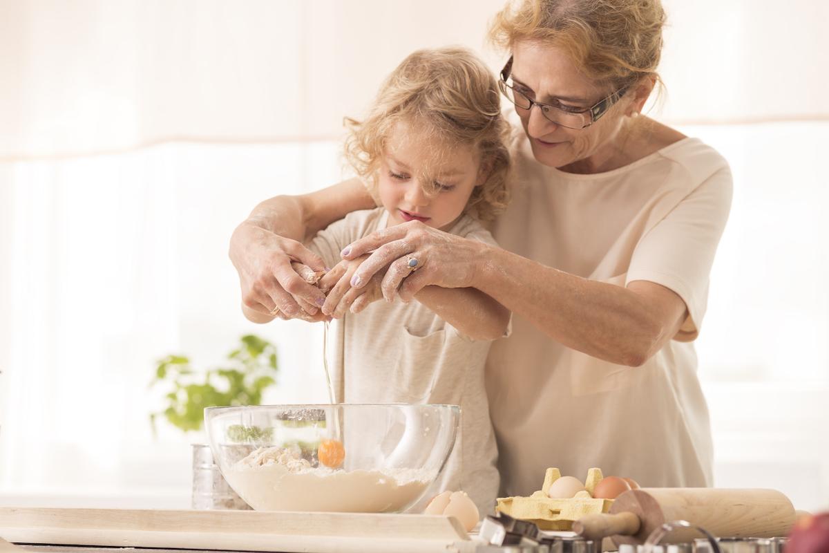 1年間で孫に使った平均額「12万円」孫出費で老後資金を確保できない祖父母が急増中!?