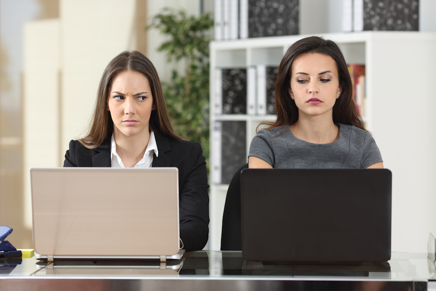 働くママが直面する未婚女子との職場内トラブル。私の性格が原因なの?