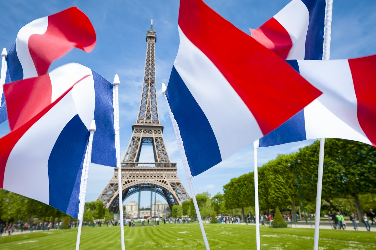 超過激なフランス国歌は「血」「武器」「殺す」と歌う