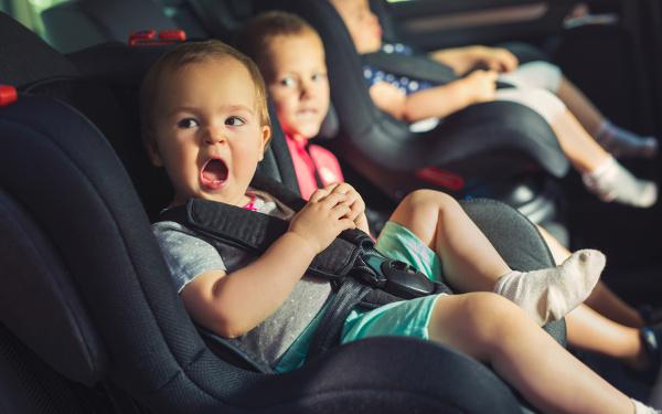 車内、子ども、チャイルドシート、高温