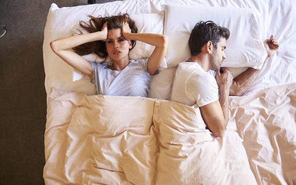 夫婦、寝室、エアコン、設定温度