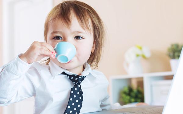 【シリーズ・遊びも丸ごと脳育 Vol.4】遊びスキルの高い子はおしゃれなカフェでも大声を出さない