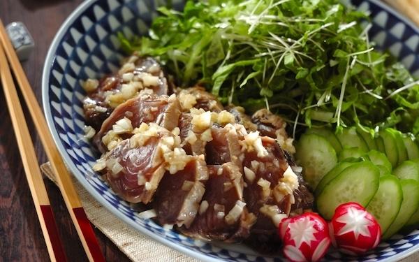 サラダ感覚で食べることができる、絶品カツオのマリネ