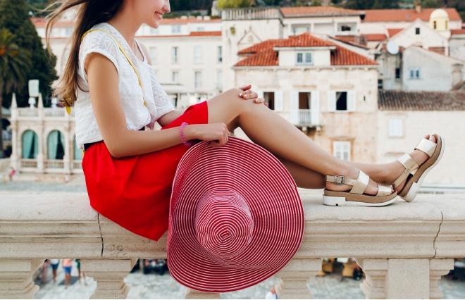 やっぱり楽チンな靴が一番…? オトナ女子の靴の価格帯調査
