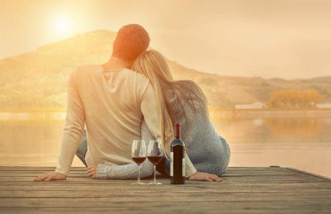 円満夫婦の23%が「ほぼ毎日キス」いちばん円満な世代は…?