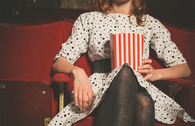 8割の女性が「一人映画」の経験 逆に最も難しい「一人◯◯」は?