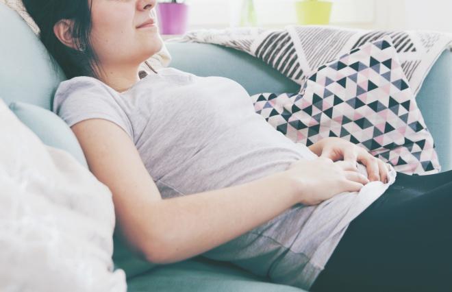 女性の3人に1人が慢性的に便秘 おなかの不調の原因第1位は…?