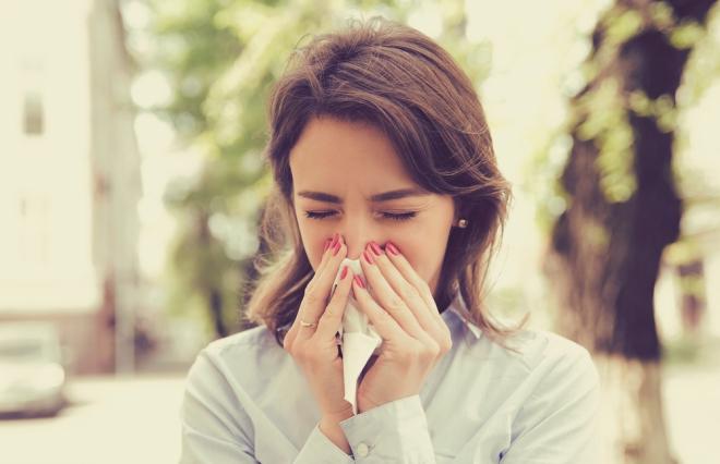 この鼻水は花粉症? 風邪? 見分ける方法