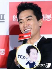 韓国俳優ソン・スンホン(38)が、ペ・ヨンジュン(42)&パク・スジン(29)の挙式について言及した。