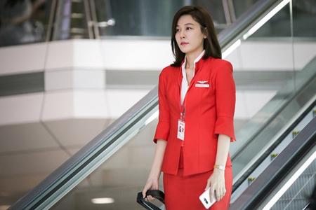女優キム・ハヌル、新ドラマ「空港に行く道」で演じるCA姿を公開(提供:news1)