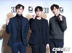 韓国アイドルグループ「Double S 301」のキム・キュジョンが、メンバーのキム・ヒョンジュン(マンネ)の入隊について番組で語った。(提供:OSEN)