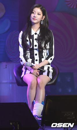 韓国ガールズグループ「LOVELYZ」のイェイン(18)が足首負傷に関して謝罪の言葉を述べた。